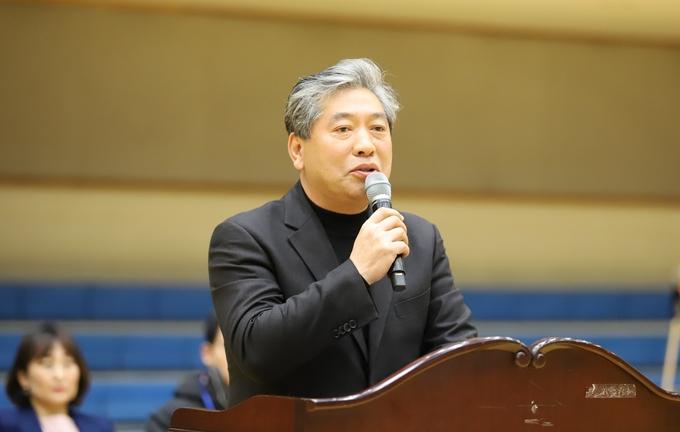 경기도의회 송한준의장이 축사를 하고있다.